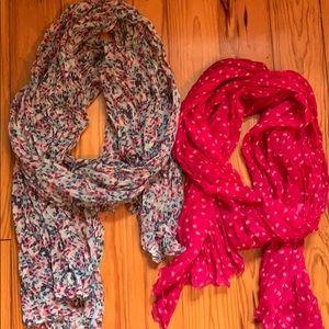 2 girls light weight scarfs